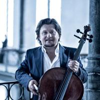 Cellist Friedrich Kleinhapl mit Cello